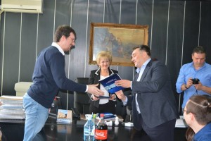 predsenik milaniovic urucuje ugovore o radu-svilajnac-g.j.