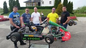 nikola stosic sa drugarima iz karting kluba-jagodina-f.b.